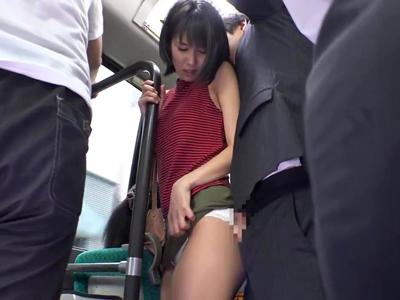むっちむちの肉感素人娘がミニスカ姿で痴漢され強制パコにマジイキ1
