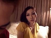 爆乳人妻が隣人を逆ナンパ→あざとい不倫の一部始終を激撮!