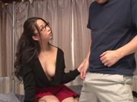 義理の姉の正体がセックス狂いのヤリマンで誘惑に負けて親の近くで近親パコ