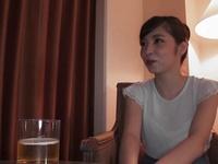 「ちょっと酔っちゃったみたいでw」モデル体型な美人妻がホテルでほろ酔い不倫w