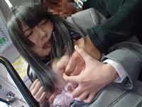 満員バスでねっとり巨乳を揉まれ痴漢され感じちゃう巨乳JK