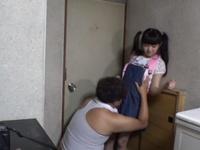 近所のロリコンおじさんに連れ込まれて中出し性教育されたパイパン娘