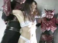 怪獣たちが巨乳女ヒーローを囚えらて中出し3P陵辱