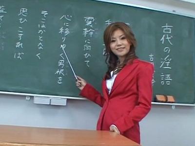 「先生のカラダ、よーく見てて?」ビッチな痴女教師が童貞生徒を教室で筆おろし!