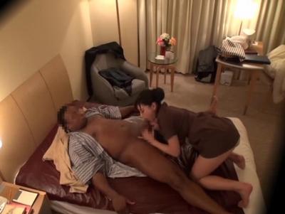 出張マッサージの人妻が黒人に膣内射精される一部始終をガチ盗撮w