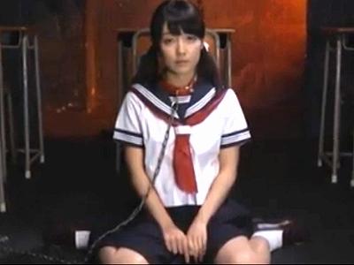 無垢すぎるガチロリ女子高生を首輪で繋いで大量顔射調教!