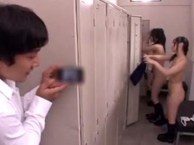 更衣室を盗撮していたことがバレて性欲処理の道具にされる男子校生