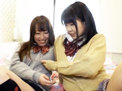 SNSで評判のヤリマンJK2人とホテル→援交3P開始で大量顔射!