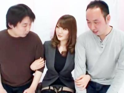 巨乳お姉さん仁科百華が童貞クン2人同時筆おろしに挑戦!