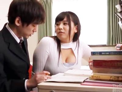 生徒のチンポを弄り始める爆乳家庭教師→大量パイズリ挟射!