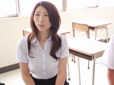 「変態でごめんね‥」男子生徒を誘惑し教室でパコりまくる痴女教師