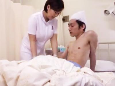 爆乳看護士の胸チラに発情→我慢できずに強引にハメる患者w