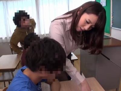色気ムンムンな爆乳女教師がショタチンポに両穴犯され中出しに絶頂!