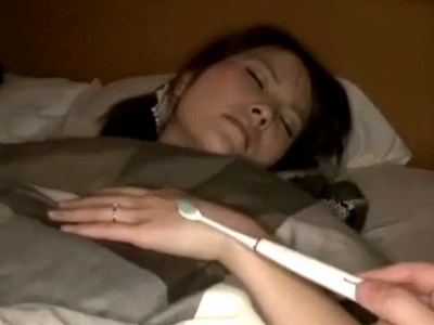 同僚の奥さんに電動歯ブラシ使って発情させて中出し寝取り!