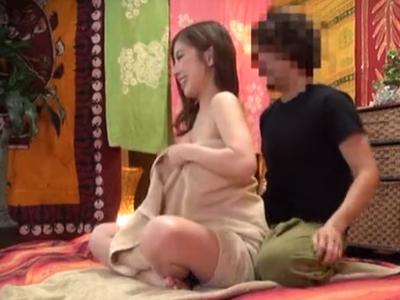 ヨガ教室に通う美人妻が先生に寝取られ托卵中出し被害にw