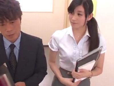 ハーフ顔の女教師が同僚教員を誘惑しおチンポを膣中に求めるw