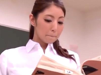 美人教師が生徒のチンポを後ろから激しくパコ突かれ悶絶絶頂!