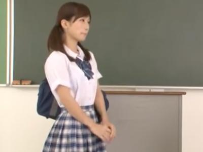 「すっごい飛んだぁ」美少女JKが高速手コキでザーメンを搾り取る!