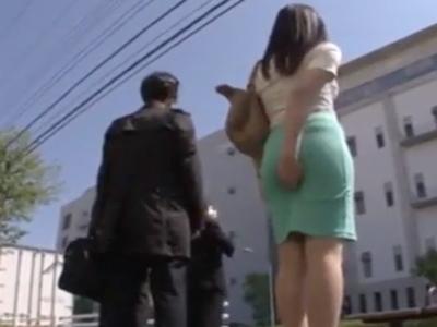 タイトスカートなむっちり巨尻な美女がバス乗車→変態リーマンに痴漢ぶっかけされそのまま降車w