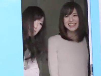 素人美女2人組をMM号に連れ込み→Wジュポフェラ開始でザーメン吸い上げ!