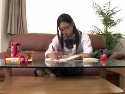 宿題の休憩中にオナり始めるスケベJK→兄貴に目撃されなし崩し近親パコに発展!