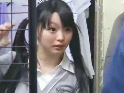 「やだ‥誰か助けてぇ!」制服の採寸に来たツインテロリ娘を試着室レイプする鬼畜店員