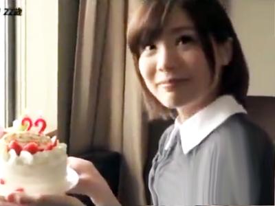 誕生日を迎えた鈴村あいりちゃんにサプライズパコをプレゼント!