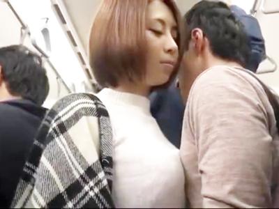 巨乳を押し付けて逆痴漢してくる美女にガマンならず電車内挿入