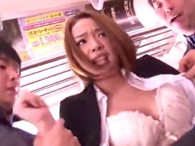 「やだ!やめてぇ!」電車の中で鬼畜男達にレイプされてしまう美人OL