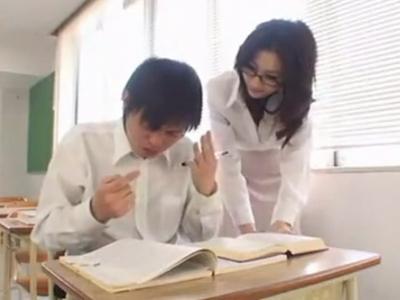 「挿れて…」教え子に爆乳を押し当て誘惑する淫乱女教師w