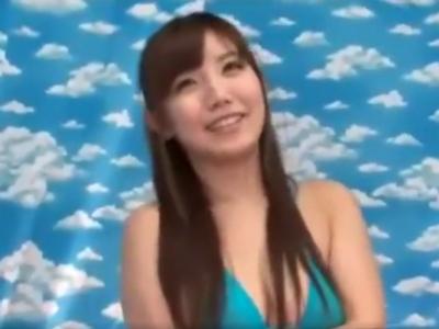 素人美女が水着に生着替え→ラップ素股でラップ破け事故