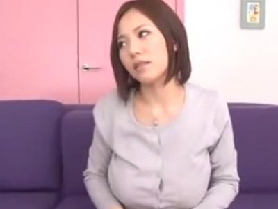 乳首責めされながらのピストンに悶え顔でイキ乱れる巨乳っ娘