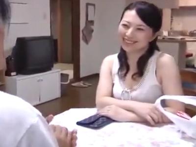 「こんなに出てる…」娘の旦那を誘惑し寝取る熟女妻w