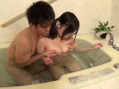 すっかり大人の身体に成長した姪っ子から目が離せずにお風呂パコ