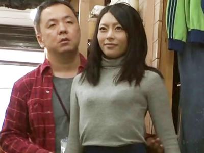 アパレルバイトに来たスレンダー妻をマネキンに仕立て上げ生ハメレイプ!