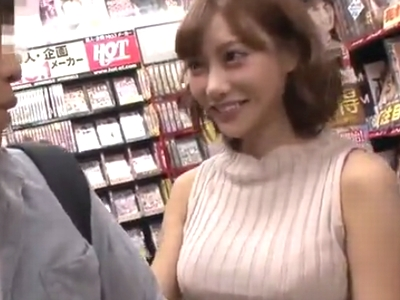明日花キララがアダルトビデオ店で一般男性を誘惑し公開パコ