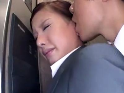 仕事帰りで疲れきったOLをエレベーター内で痴漢して性処理パコ