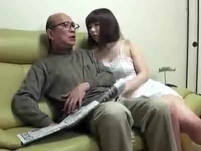 「義父さん…」欲求不満な人妻が我慢できずに夫の父親を誘って近親パコ
