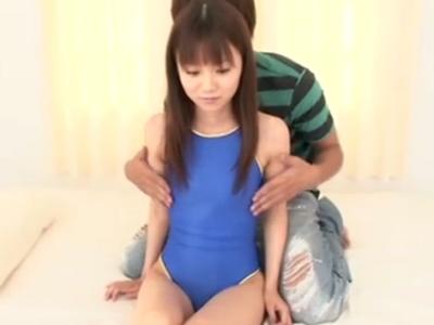 清楚な貧乳美少女と濃厚セクロスでザーメン大量ぶっかけ