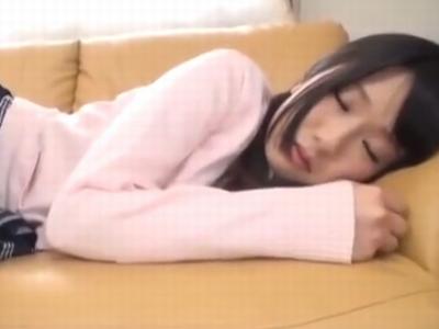 熟睡中の妹JKにエッチなイタズラ→即バレするも逆に痴女られ近親パコに発展w