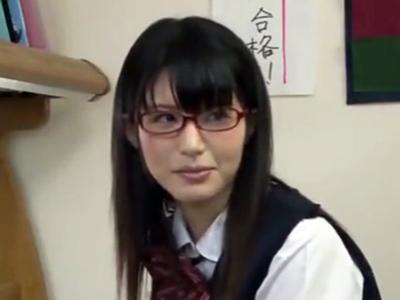 清楚な眼鏡JKが大好きな家庭教師の先生と結ばれて即パコ