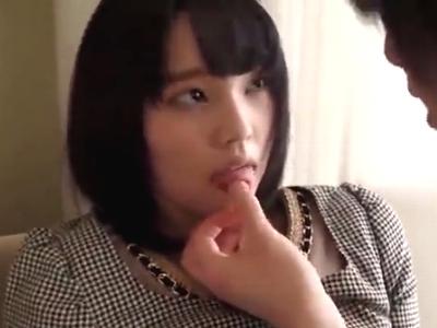 アイドル顔の美少女がイケメンチンポを優しくご奉仕!
