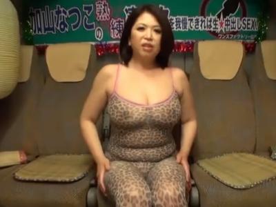 巨乳熟女、加山なつこの熟練の凄テク手コキフェラでザーメン次々即射精