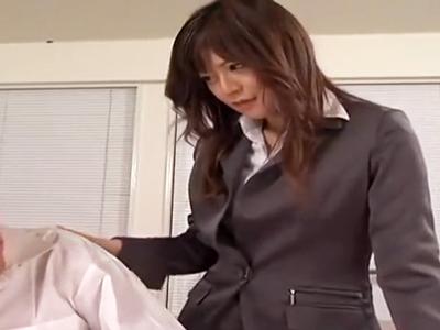 「精子‥ちょうだい?」美巨乳教師が生徒チンポからザーメン吸い上げ!