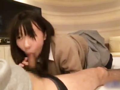 一生懸命フェラしてくれる清純JK→感謝の気持ちを込めた生中出しパコ!