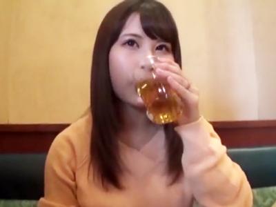 横浜でナンパ成功した美女をラブホ招待→旦那に内緒で中出しパコw
