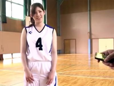 リモコンバイブを装着した状態でのバスケ対決で負けた美少女がハメられて大量顔射