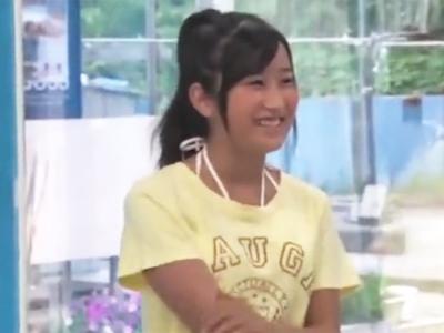 MM号でマッサージという名目でマンズボされた挙句中出しまでされてしまう童顔美少女