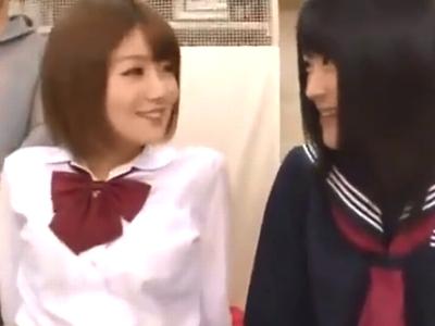 「テンション上がるーw」大量のチンポからザーメン吸い上げる美少女JK2人組