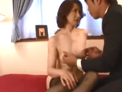 「若いチンポすごいのぉ!」性欲を抑え切れないドスケベ熟女が自らハメ撮り志願!